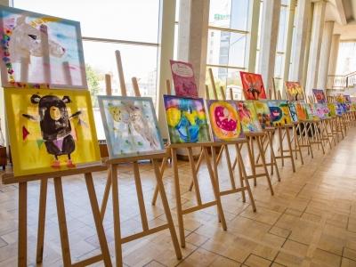 """Виставка робіт дітей художньої студії """"Світлинки"""" під назвою """"Дитинство - це час коли ми можемо літати!"""""""